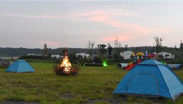 烧烤广场夜景